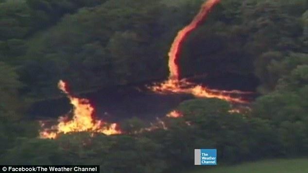 Фото №2 - 3,5 миллиона литров бурбона вылились в озеро! Затем туда ударила молния и подожгла его! И тут налетел торнадо!