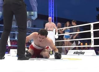 Архангельский боксер-дебютант послал соперника в нокаут за секунду до гонга (видео)