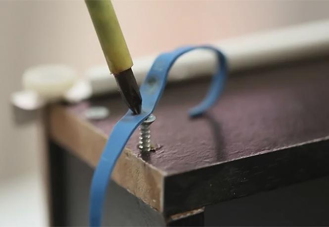 Фото №1 - Пять способов выкрутить шуруп со сорванными шлицами