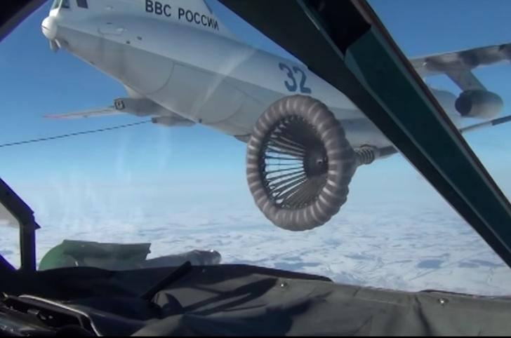Фото №1 - Как происходит дозаправка в воздухе российских боевых самолетов (видео)