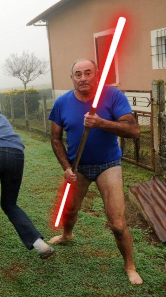Фото №3 - Герой Интернета: мужик с лопатой и в трусах