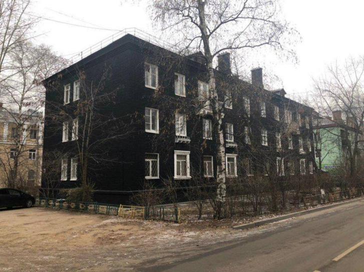 Фото №3 - В Подмосковье сталинку покрасили в стильный чёрный цвет. Затею тут же раскритиковали