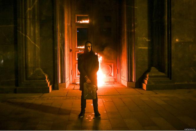 Огненные шутки о поджоге двери ФСБ художником Павленским