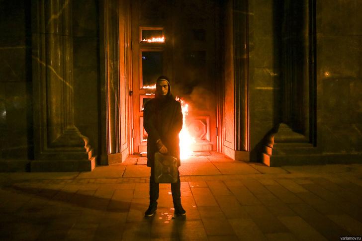 Фото №1 - Огненные шутки о поджоге двери ФСБ художником Павленским