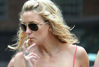 Фото №6 - Красавицы и сигареты. Звезды женского пола, которых никто не заподозрил бы в курении