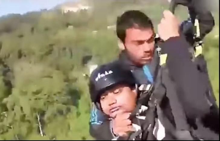 Фото №1 - Турист на падающем параплане снял на видео, как герой-пилот сам погиб, но его спас