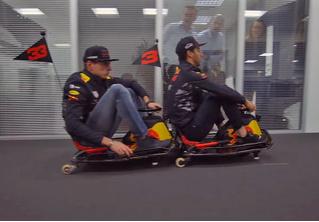 Пилоты «Формулы-1» гоняют на мини-картах по офису гоночной команды. И это очень смешно