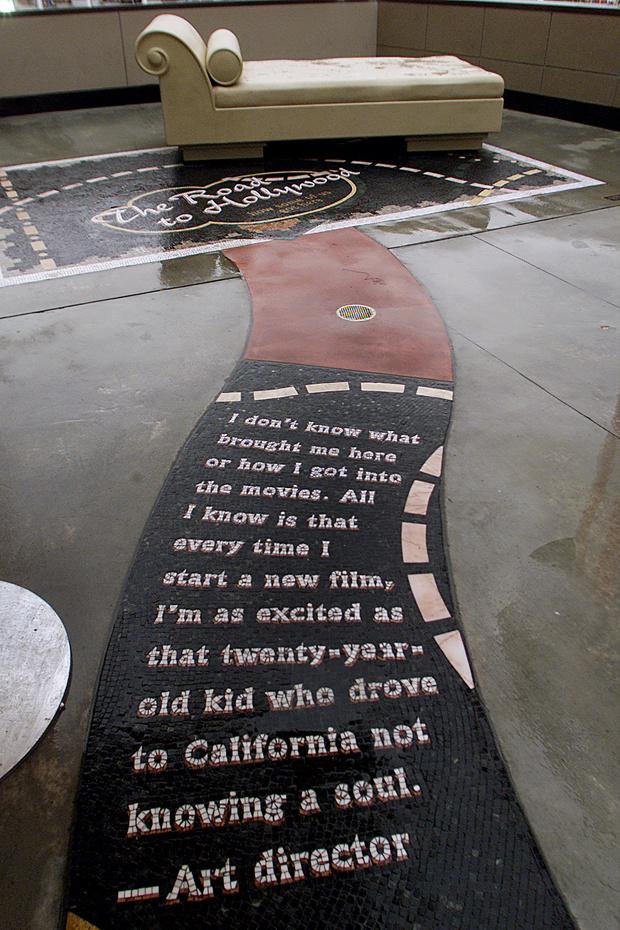 Фото №1 - После скандала с Вайнштейном из памятника «Дорога в Голливуд» убрали кушетку