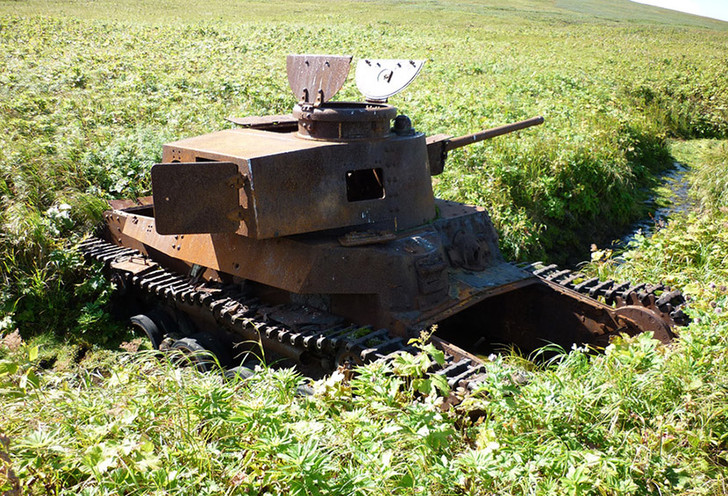 Из-за открытого башенного люка до недавнего времени считалось, что это танк командира 11-го танкового полка полковника Суэо. Однако в 2013 году рядом были найдены останки сержанта Ито Таичи, который входил в состав экипажа командира 6-й роты Канаве