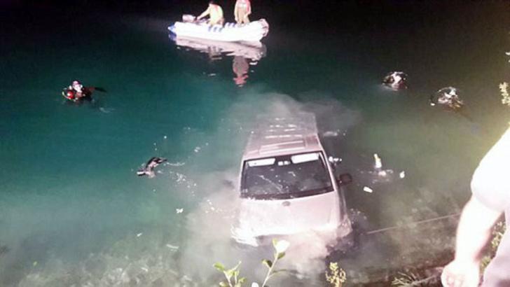 Фото №1 - Пара чуть не утонула, занимаясь сексом в машине