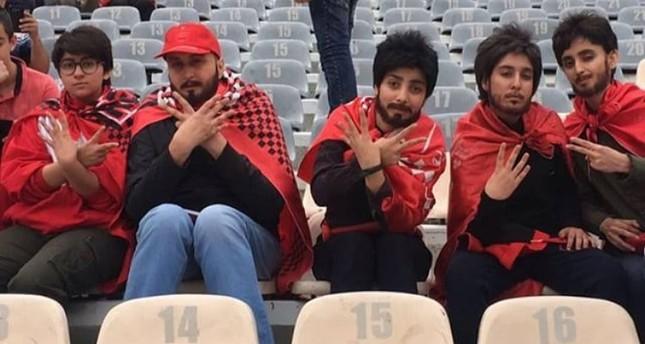 Фото №1 - Иранские девушки наклеили усы и бороды, чтобы попасть на матч любимой команды