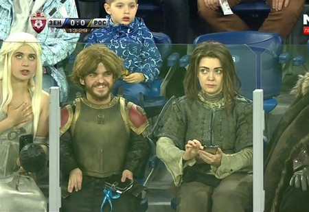 Герои «Игры престолов» пришли на футбольный матч «Зенита». Эй, где наши драконы?!