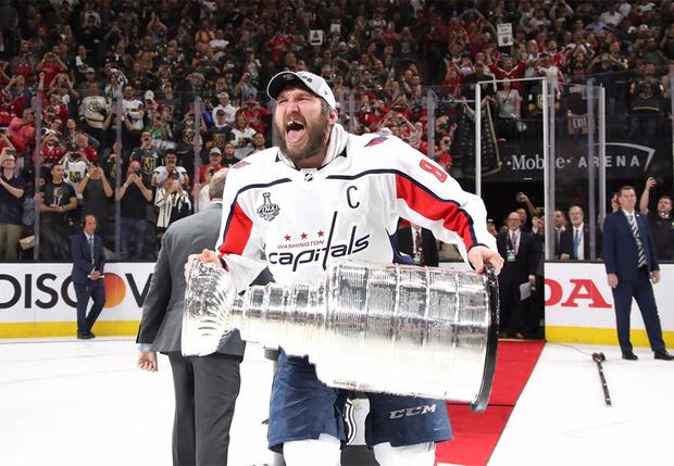 Фото №1 - Правда, что Овечкин назовет своего ребенка Стэнли? Александр стал чемпионом НХЛ и показал беременную жену