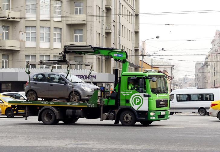 Фото №1 - Жительницу Воронежа оштрафовали за превышение скорости, когда ее автомобиль ехал на эвакуаторе