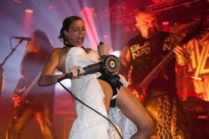 Фото №9 - Интернет феерично отреагировал на фото невесты, избавляющейся от пояса верности!