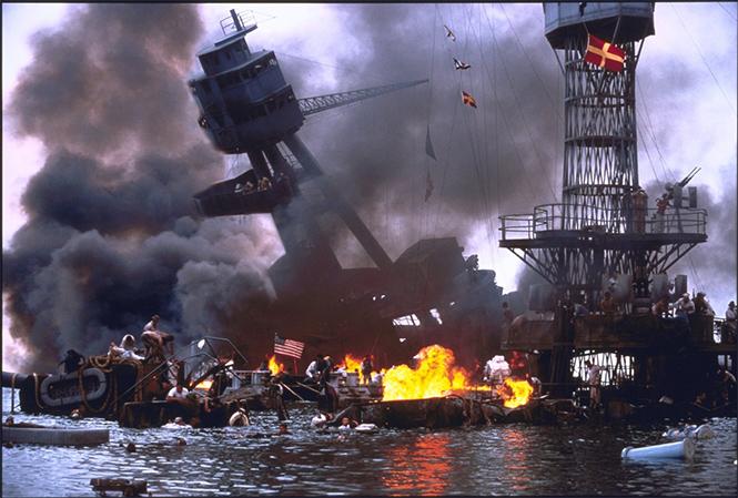 Фото №2 - 10 потрясающих сцен из никчемных фильмов