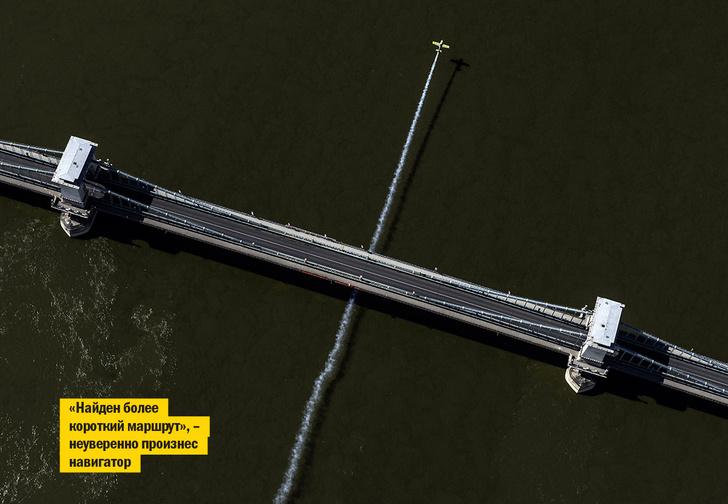 Фото №1 - Пилотный эпизод: посмотри, как виртуозно пролетает самолет под Цепным мостом в Будапеште!