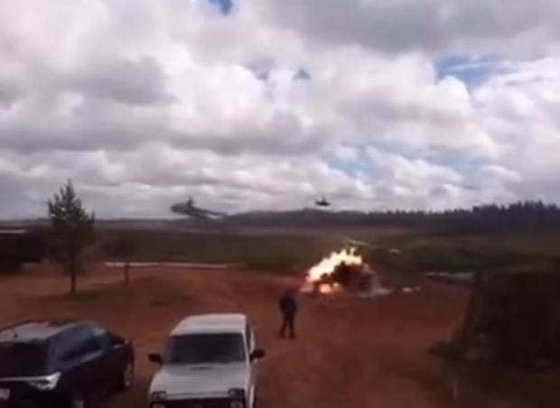Фото №1 - Неуправляемая ракета, выпущенная из армейского вертолета, по ошибке поразила наземную цель (ВИДЕО)