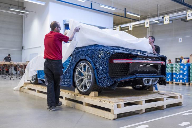 Фото №8 - Миллион деталей и десять месяцев: как собирали Bugatti Chiron из кубиков Lego