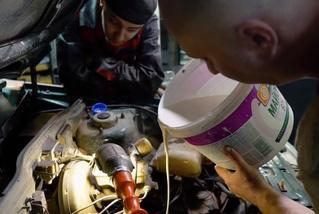 Что будет, если залить в коробку передач неньютоновскую жидкость (видео)