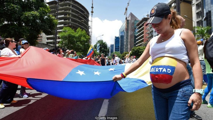 Фото №1 - Как падшая экономика влияет на секс в Венесуэле