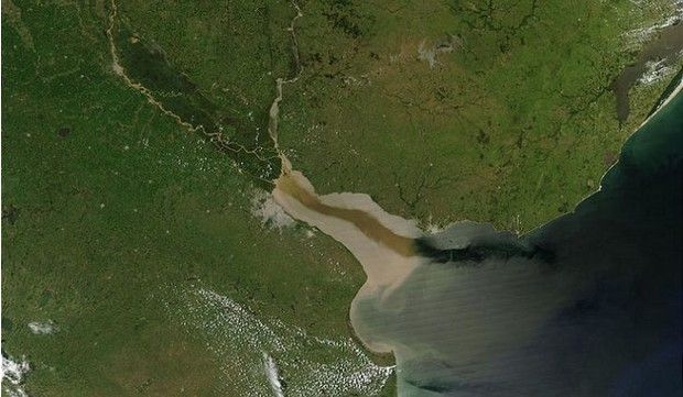 Узкий залив Ла-Плата, в котором спрятался линкор «Адмирал фон Шпее»