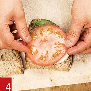 Фото №9 - Маслом внутрь! 4 самых простых мужских сэндвича