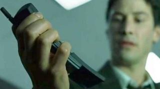 Nokia выпустила ремейк телефона из «Матрицы», более известного как «бананафон»