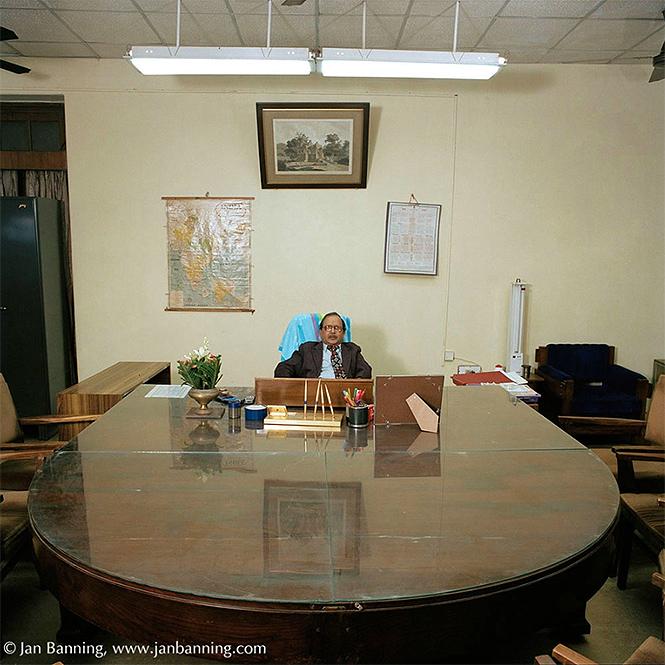 Фото №7 - Как выглядят кабинеты чиновников и служащих в разных странах