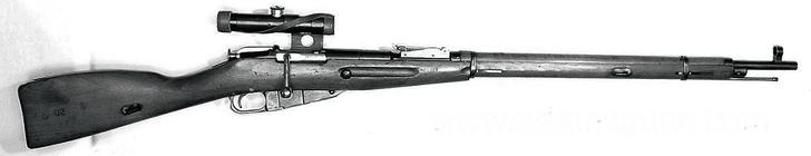 Принята на вооружение винтовка Мосина— знаменитая трехлинейка.