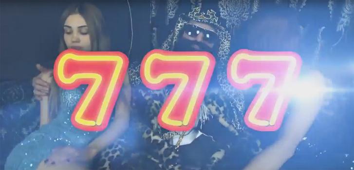 Фото №1 - Топ-3 пародий на рекламу «Азино 777» с Витей АК-47