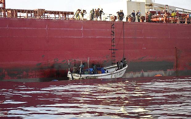 Пиратов отпускают с миром, едой и водой, но без радаров