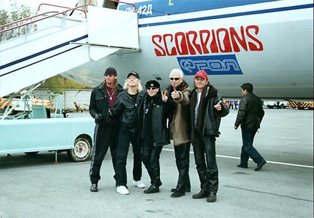 Фото №25 - 25 самолетов и автобусов рок-звезд
