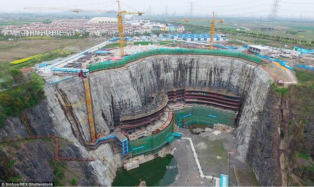 Фото №2 - Первый «подземный» отель открылся в Китае (фото)