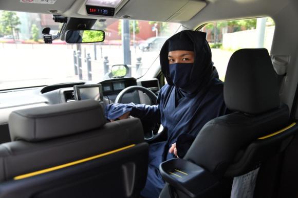 Фото №1 - В Японии появились такси, управляемые ниндзя