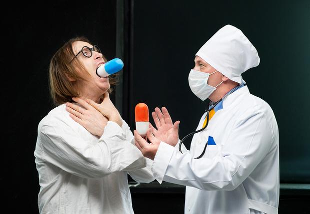 Фото №1 - Вредно ли пить просроченные лекарства?