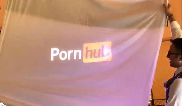 Фото №1 - Свидетель на свадьбе рассказал о порновкусах жениха! И даже показал видео