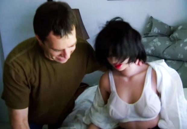 Фото №1 - «Он буквально оторвал ей левую ногу!»: специалист по ремонту секс-кукол раскрывает тайны профессии