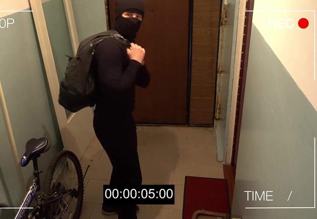 Фото №1 - Парень подстроил ограбление подружки, чтобы упростить расставание