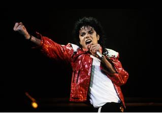Зал славы рок-н-ролла выдержал осаду и сохранил Майкла Джексона среди почетных артистов