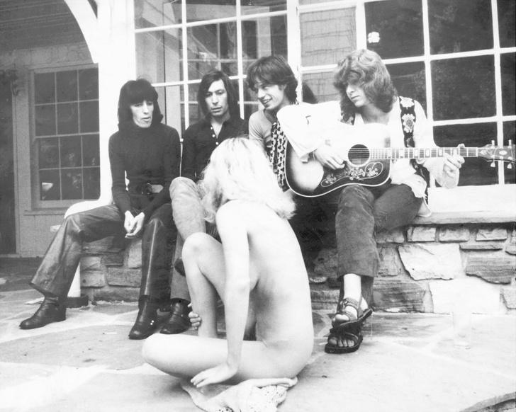 Фото №1 - Легенды рока и легенды секса: 5 самых знаменитых группиз в истории