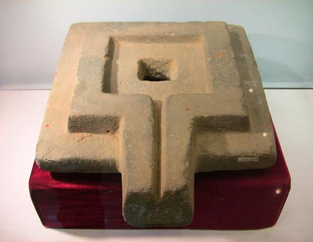 Ритуальный камень йони обозначает женское начало в индуизме