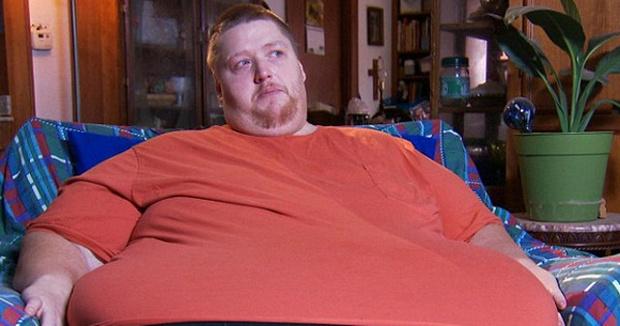 Фото №1 - Очень толстого человека выгнали из ресторана после того, как он съел 30 кг еды за 7 часов!