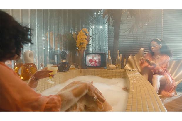 Фото №1 - Песни с новых альбомов Кайли Миноуг и Карди Би и еще 9 клипов недели!