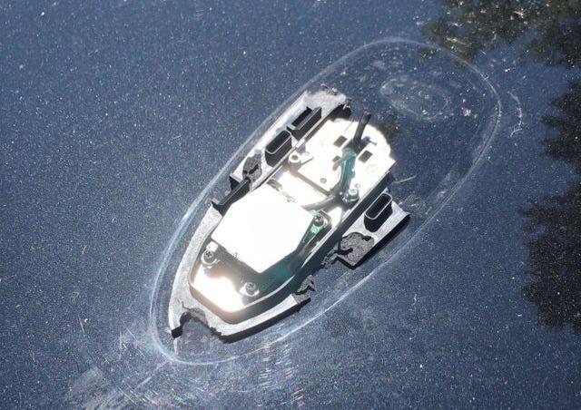 Фото №1 - Коварная оптическая иллюзия с «тонущей лодкой» покорила Интернет