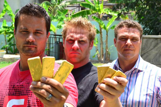 Фото №1 - Фотоистория о том, как разорившиеся агенты по недвижимости отправились в Африку охотиться за золотом