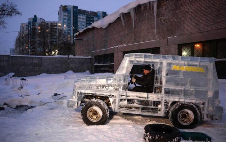 Фото №1 - Автолюбитель из Новосибирска построил внедорожник изо льда! И он ездит!