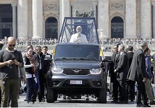 Российский УАЗ стал официальным папамобилем в продолжении сериала «Молодой папа»