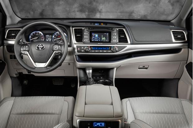 Фото №2 - Toyota Highlander: харизматичное авто с кожаным рулем с подогревом и защитой от барсеточников