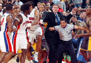 Самая большая драка в истории баскетбола (видео)